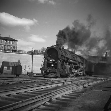 1937-26n2 B&M #4007 under B&A Bridge_dK