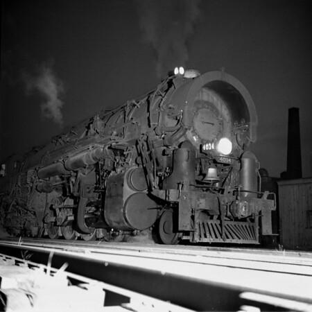 1937-13n2 B&M #4014 Worc Night Shots_dK