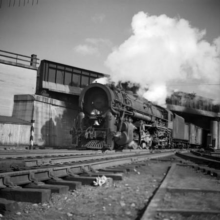 1937-26n1 B&M #4007 under B&A Bridge_dK
