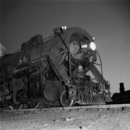 1938-08n1 B&M #3002 night_dK