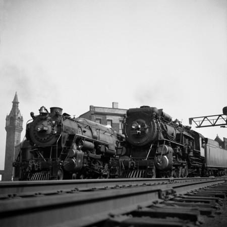 1939-09n1 B&M #3712 (L) NH #1392 (R) Worc Union Sta_dK