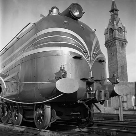 English Coronation Train at Worcester, MA Union Station. 1940-10n4_dK