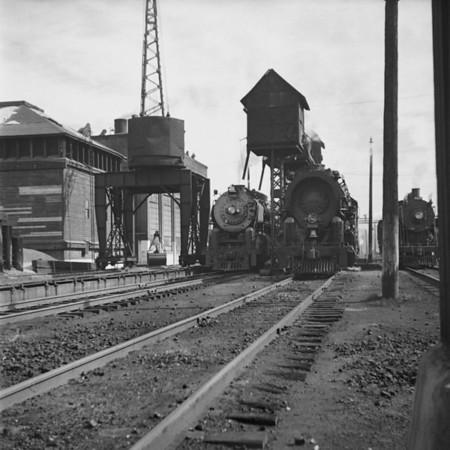 B&M lineup at East Deerfield, MA - L-R #4108, #4018, #2413. 1940-07n1_dK