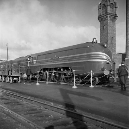 English Coronation Train at Worcester, MA Union Station. 1940-10n5_dK