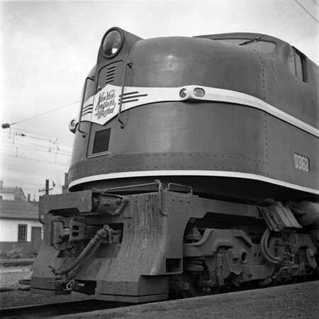 NH electrics used from New Haven to New York at New Haven Station. 1940-01n3_dK