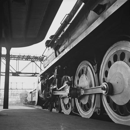 Yankee Clipper NH 1402 drivers at South Station, Boston, MA. 1940-05n2_dK