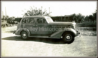Buick Sedan at the Gardner Santa Clara orchard farm, circa 1935