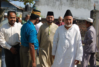 National Ameer sb. being escorted by Sadr Majlis Ansarullah