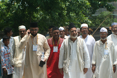National Ameer saheb along with Sadr, Qaid Umumi, Qaid Tarbiyyat and others proceeds towards mosque
