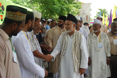 National Ameer Mobasher ur Rahman shaking hands with attendees