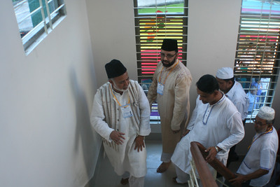 National Ameer, Sadr Ansarullah & others at the staircase