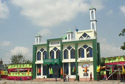 Front view of Masjid Noor, Khilafat Centenary Memorial Mosque built by Majlis Ansarullah, Bangladesh at Fatullah, Narayanga