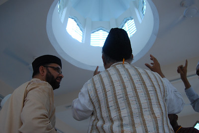 National Ameer and Sadr Ansarullah looking at the inner side of the Dome