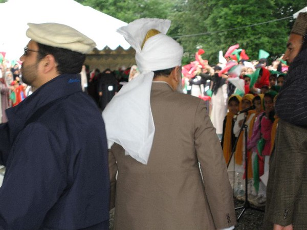 Huzur arriving at the reception