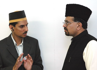 Sadr Majlis Khuddam-ul-Ahmadiyya Canada (L) with Moulana Naseem Mehdi Sahib Ameer & Missionary Incharge Canada (R)