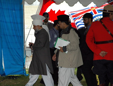 Huzur arriving for the Foundaytion laying ceremony