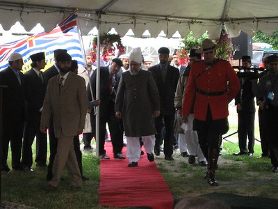 Hazur's arrival for the inauguration