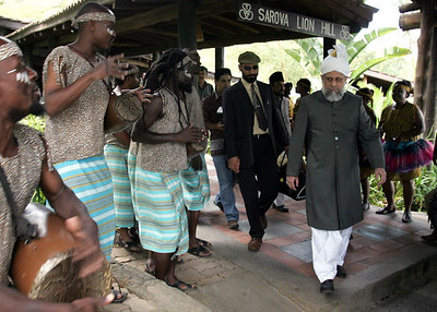 African dancers entertain