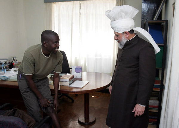 Newspaper reporter relates having received good care at Ahmadiyya Clinic