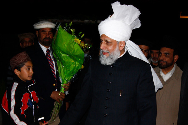 Huzur (aba) arrives at Mubarak mosque