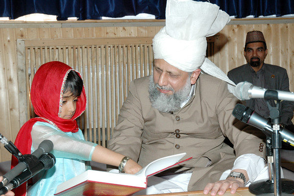Huzur listens to a girl reading the Qur'an