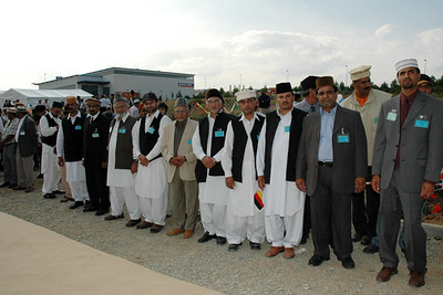Local Amila members waiting for Huzur's arrival