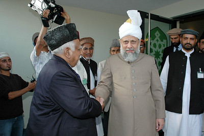 Huzur meets Mujeebur Rehman Sahib