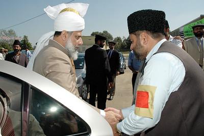 Huzur meets Regional Mubaligh Sahib
