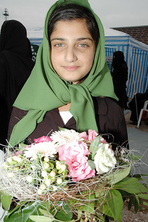 Waqf-e-nau girl awaits to welcome Huzur with flowers