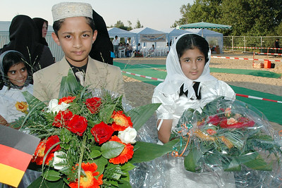 waqf-e-nau children with flowers waiting for Huzur