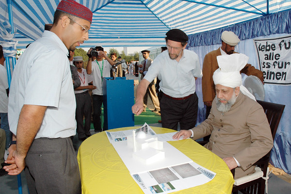 Waqas Sajid Sahib Architect of Bait-ul-Sami presents the model of the Mosque to Huzur