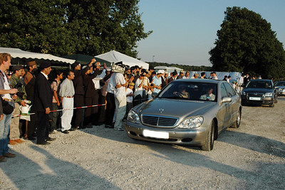 Huzur arrives in Hannover