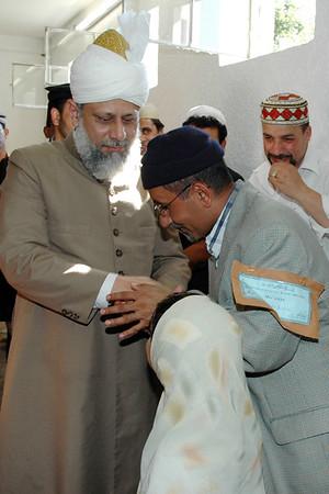 An Arab Ahmadi meets Huzur