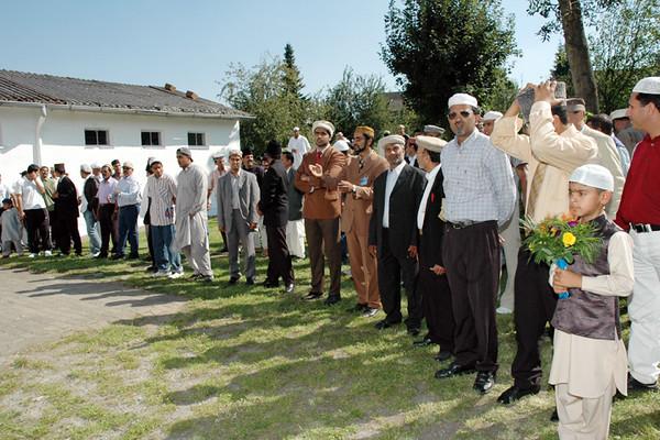 Members of Immenhausen Jamaat waiting for Huzur