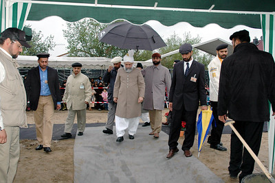 Huzur arriving to lay the foundation stone of Bashir Mosque