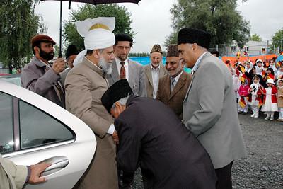 Hameed Khalid Sahib President Jamaat Heppenheim with Hazur-e-Aqdas