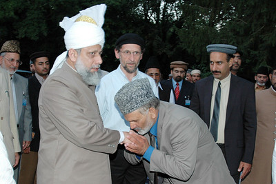 Huzur meets Regional Amir Abdul Islam Khan Sahib