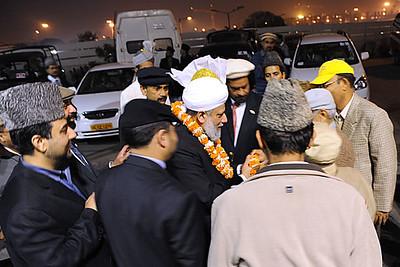 Huzoor arrive at Delhi Airport