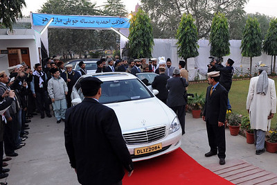 Huzoor arrive at Baitul Hadi Mosque and Mission House Delhi