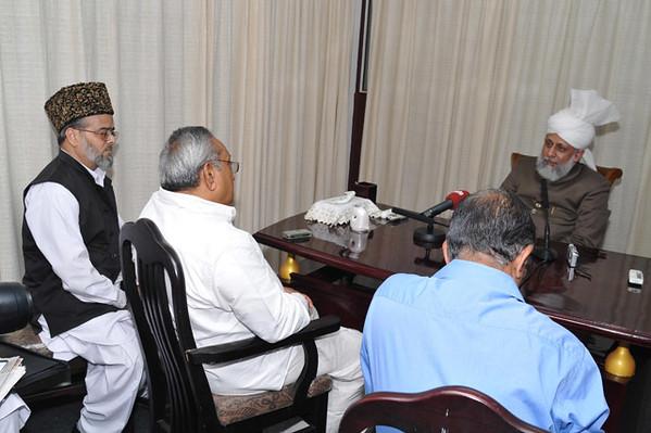 With editors Mathruboomi and Nazir Ala Mohammad Inam Ghauri sahib