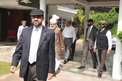 Huzur leaving for Baitul Quddus for a reception