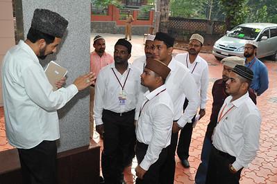 Sadar Khuddamul Ahmadiyya Bharat, Mohammad Ismaeel Tahir sahib giving instructions to local khuddam