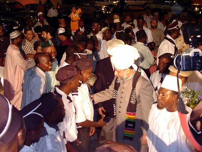Huzur is being greeted at the Air Port