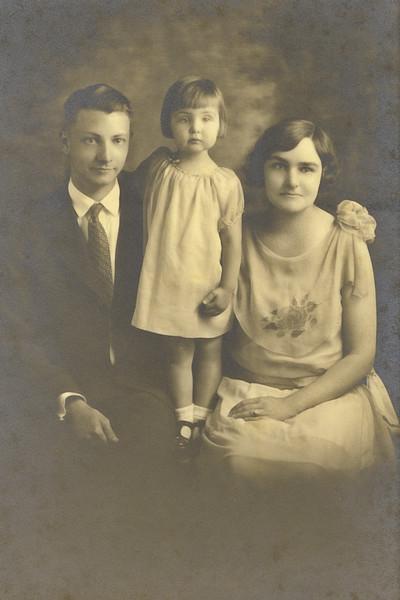33–Paul C. Ellis, Eleanor Rose Ellis, Marian Titus Ellis