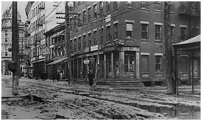 Albany NY Broadway just south of State looking North circa 1906