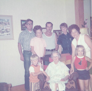 Glen, Lucienne, Ray, Janet, Aunt Teresa, Larry, Emelia & Laura