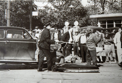 1940's officer at accident