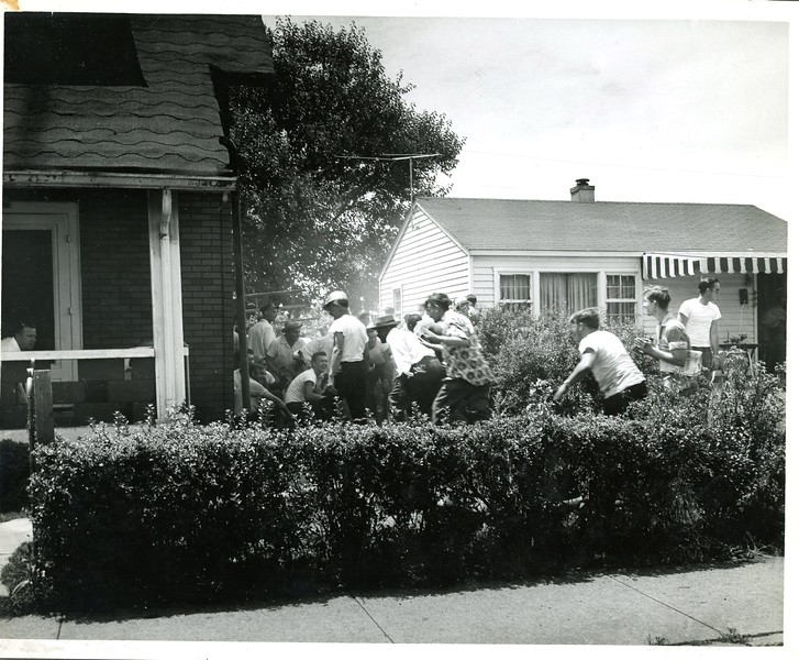 Elder Avenue 6-30-1954 Gawkers taking cover