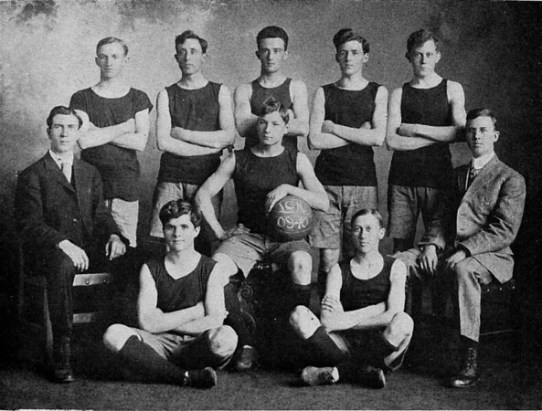 1910 UWL Basketball Team