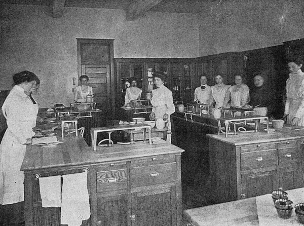 1910 UWL Domestic Science Class